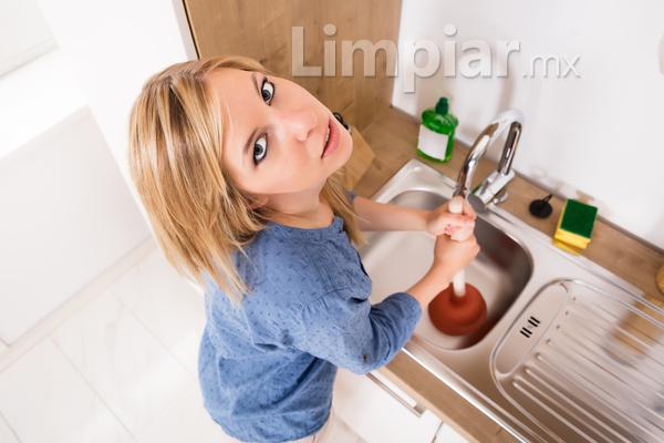 Consejos para limpiar los drenajes sin químicos y cómo prevenir que éstos se obstruyan